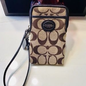 Coach signature New York wristlet,wallet Preowned